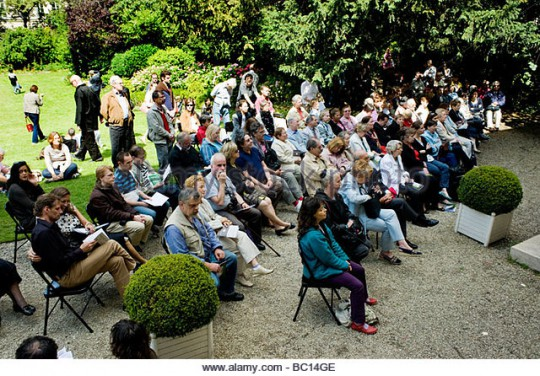 crowd-paris-france-public-events-world-music-day-garden-fete-de-la-bc14ge